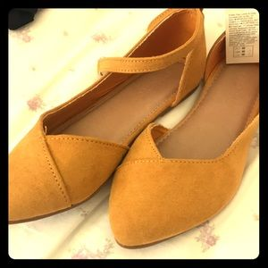 Size 10 Girls Mustard Flats with strap